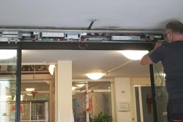 Wartung & Reparatur automatischer Türsysteme